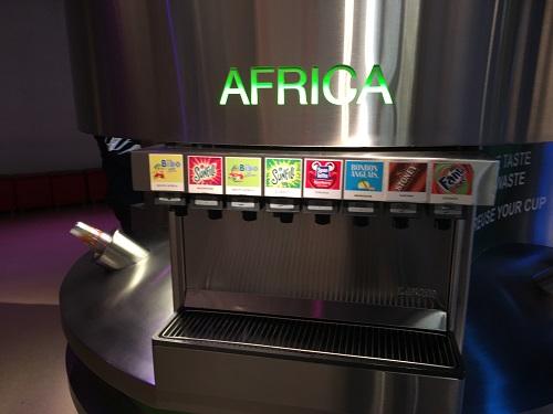 ワールドオブコカコーラ内 コカ・コーラ社製品を味わう⑥