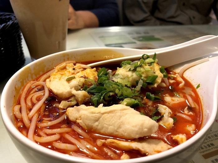 翠華餐廳の辛い麺料理