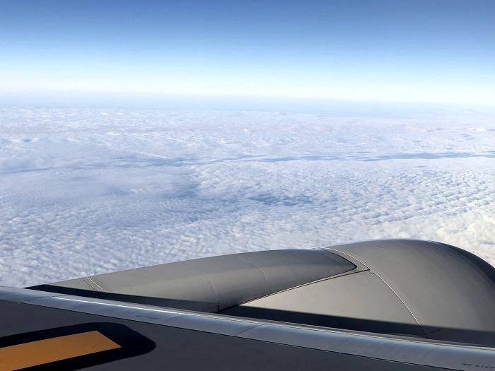 香港から日本に向かう機窓