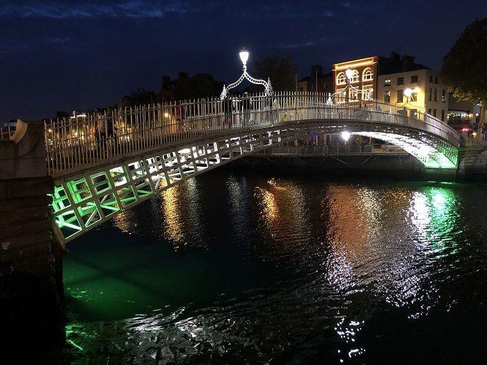 ダブリンの川にかかる橋