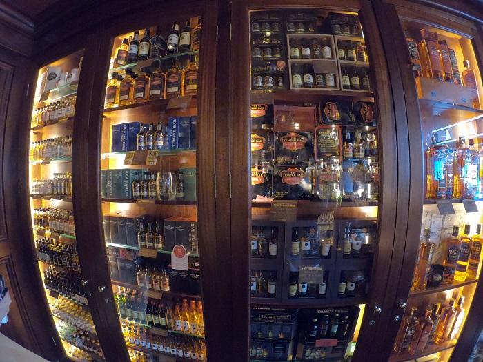 The Temple barのウィスキー棚③