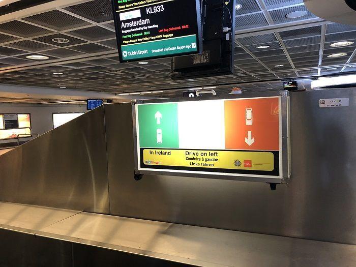 アイルランド国旗、通行車線周知看板