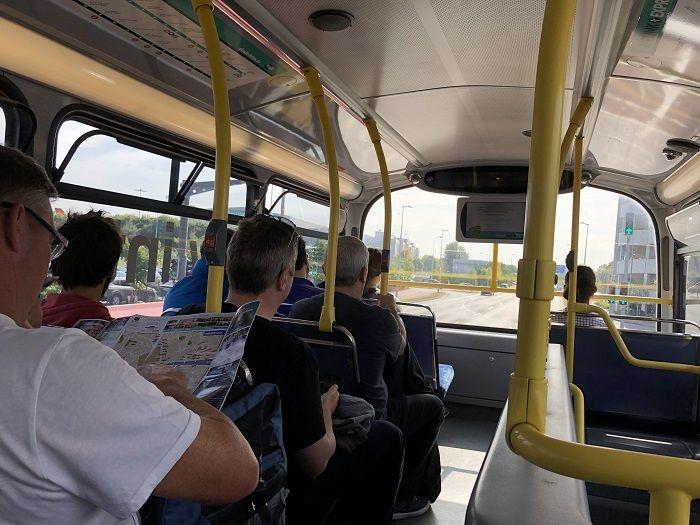ダブリン空港 バス 社内の様子
