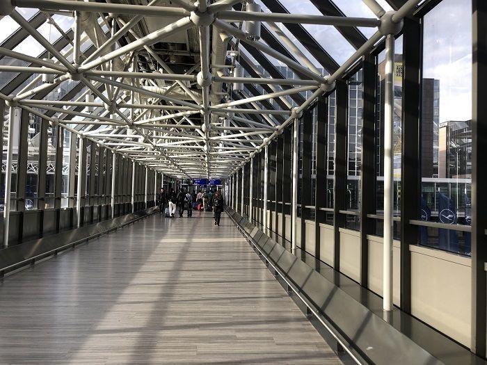フランクフルト空港から長距離列車ホームへの動線②