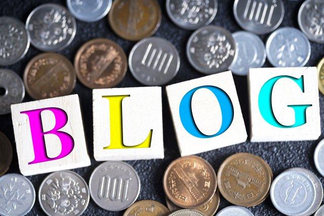 ブログのロゴが日本のお金に囲まれている