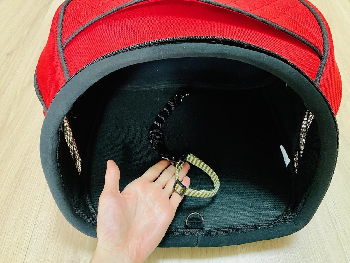 首輪を固定するフック