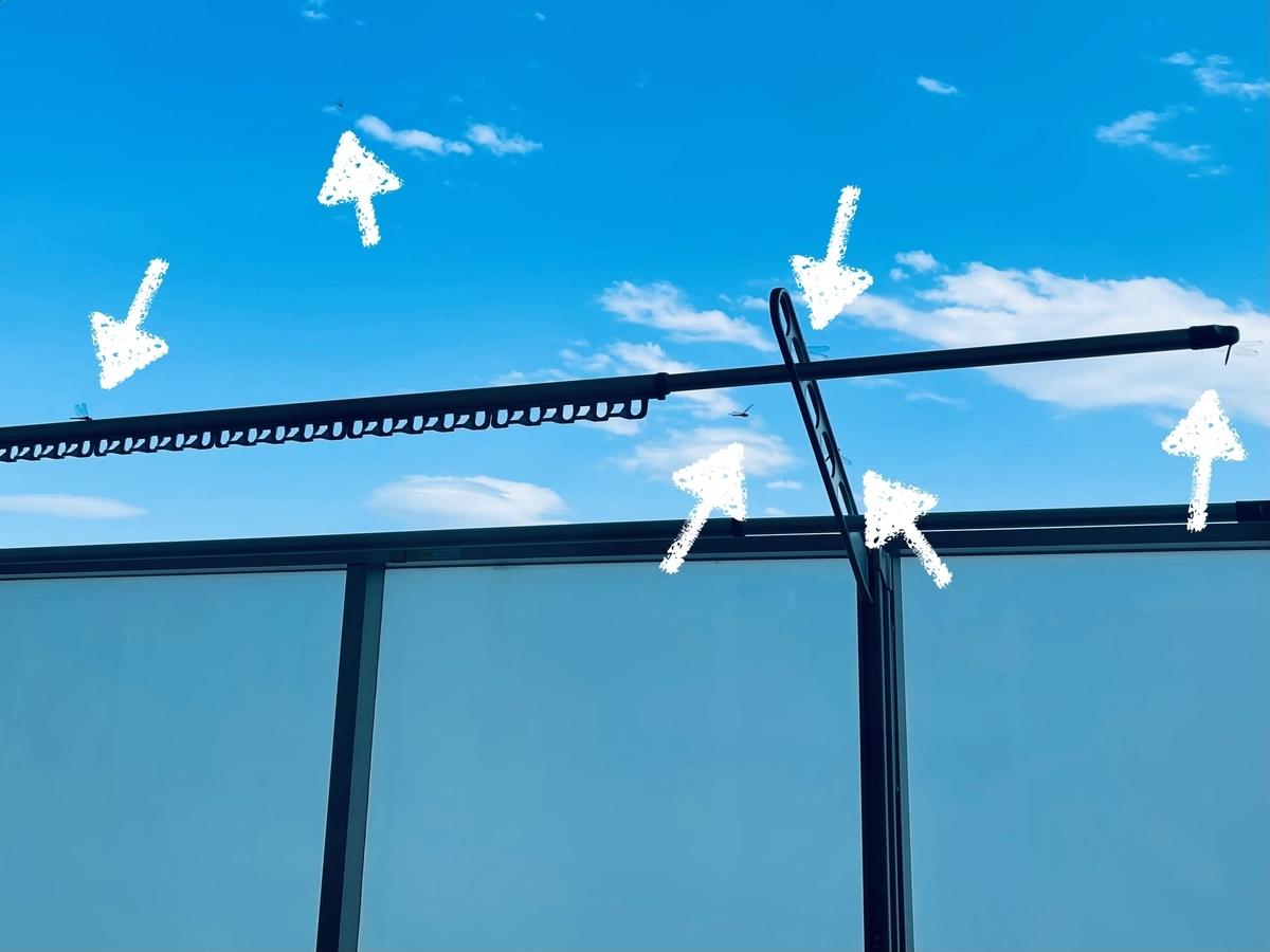 窓の外のトンボ
