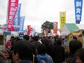 全国ふるさとフェア2008でごった返す横浜赤レンガ倉庫のイベント広場