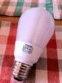 切れた電球型蛍光灯、東芝のネオボール電球色EFA13EL-E-U