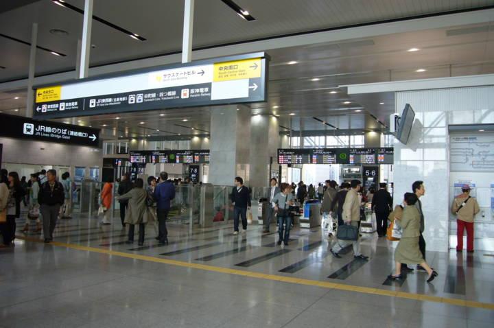 大阪駅とは思えない雰囲気の改札