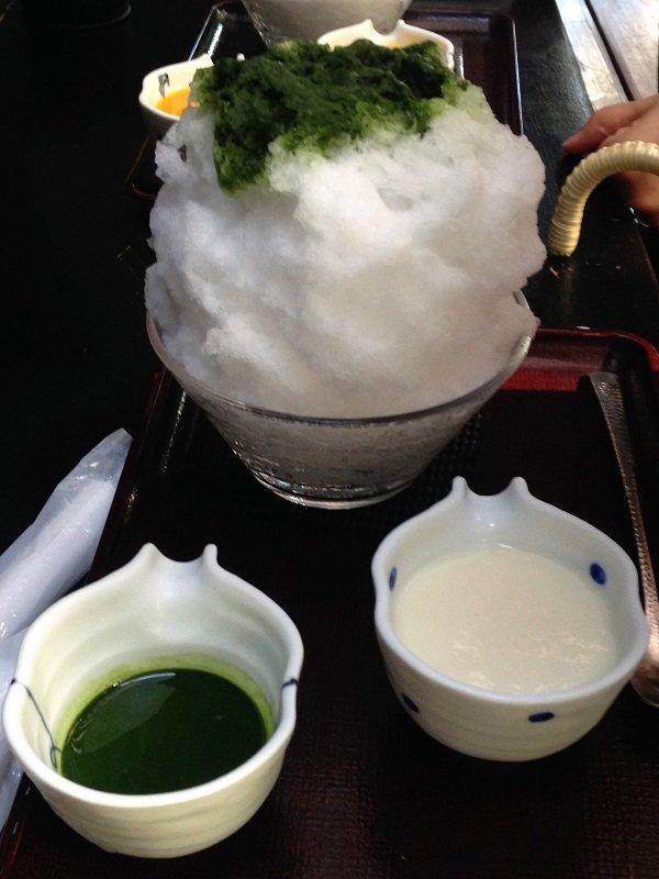 宇治抹茶ミルク味のかき氷