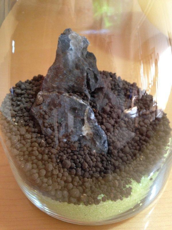 ソイルと竜王石を入れたボトル