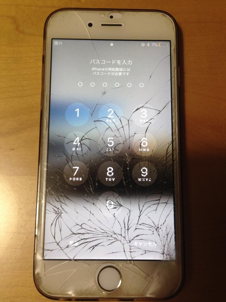 バッキバキに割れた長女のiPhone