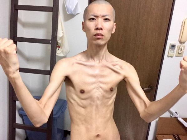 ガリガリ体型に痩せた男