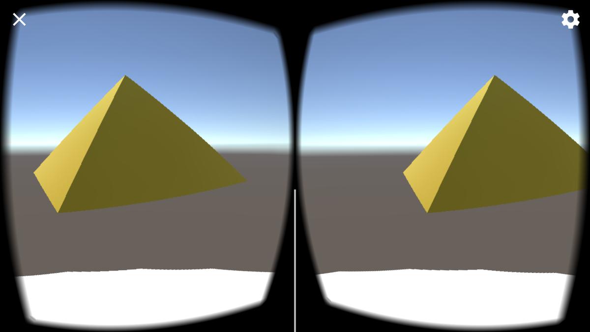 雲の移動によりピラミッドを異なる向きから眺める