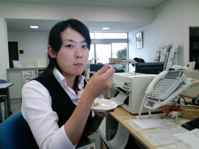 頬張る亜由美さん