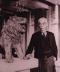 200px-Osachi_Hamaguchi_and_lion.jpg