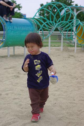 砂が口に…