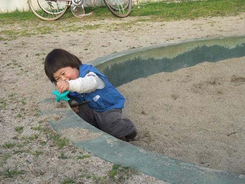 砂遊び大好き!
