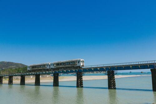 海の上を走る列車