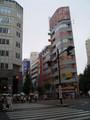[街]新宿区役所前。