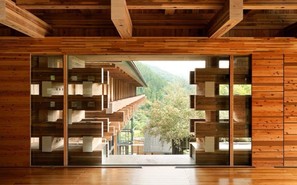木橋の窓を開けたときの風景