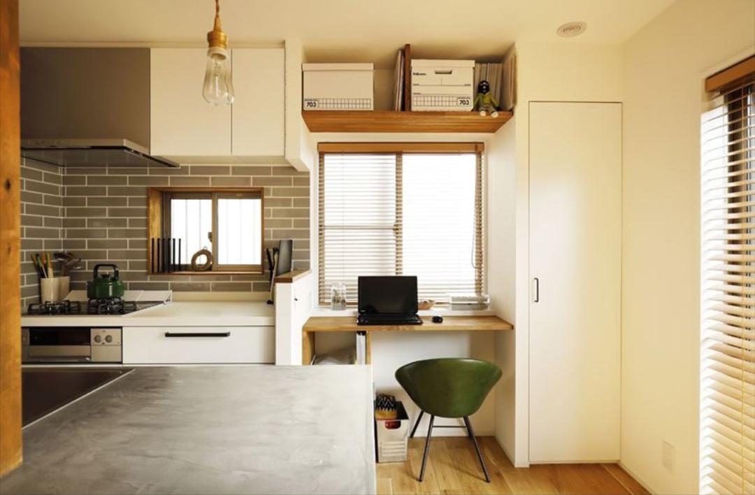キッチン脇の家事スペース