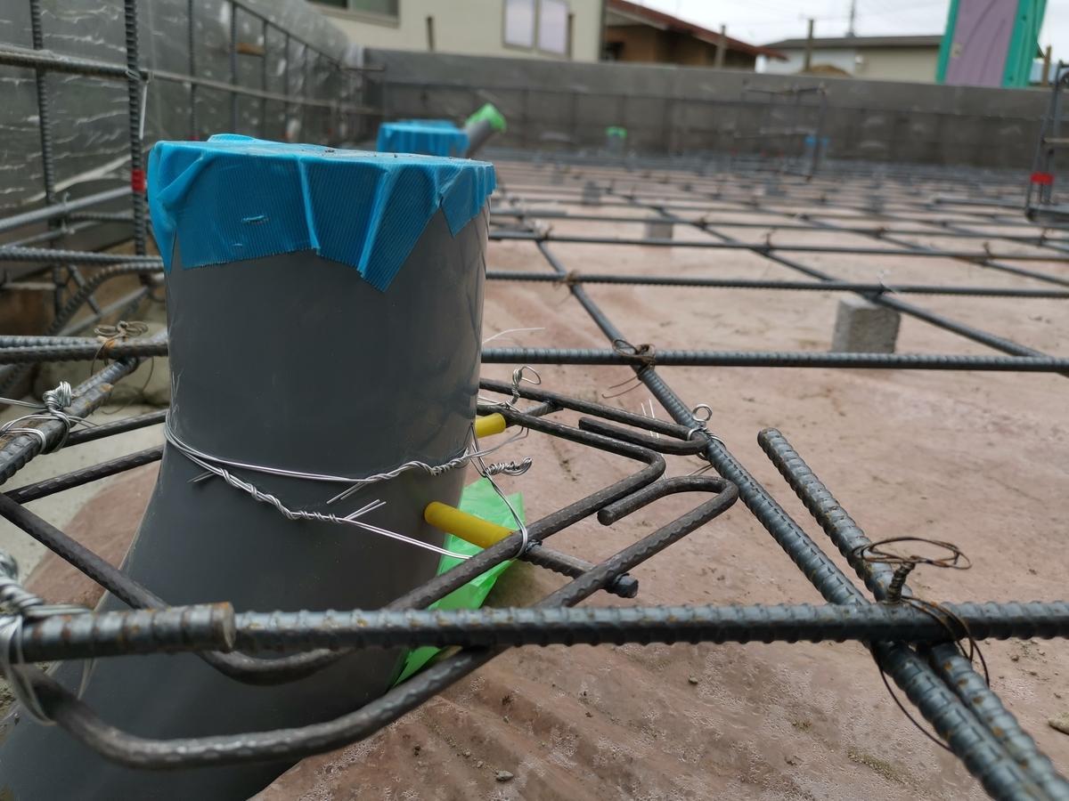 基礎工事中の給排水管
