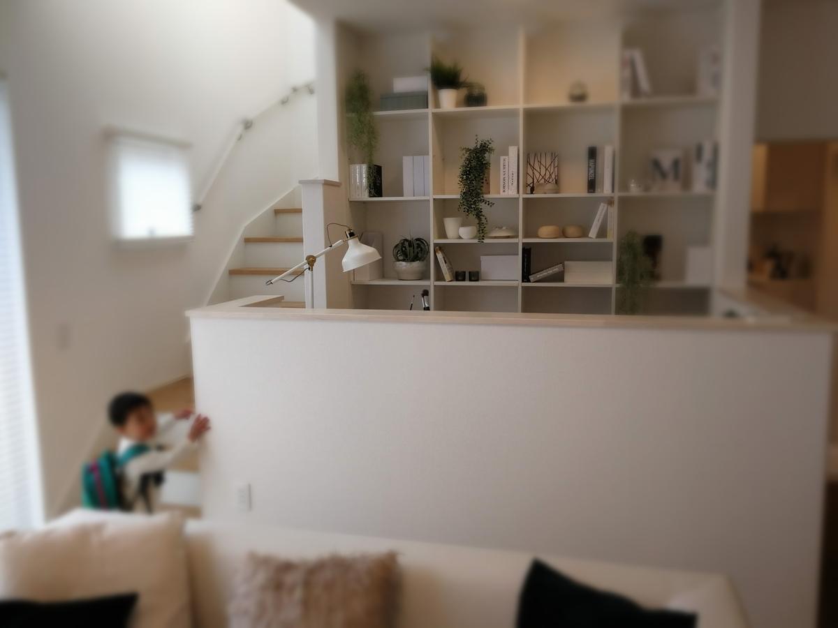 DEN-スキップフロアに書斎が組合わさった空間