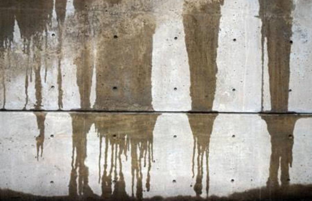 水分を含むコンクリート