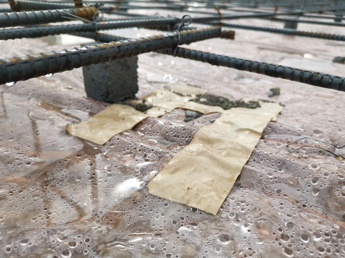 透湿シートの穴を補修