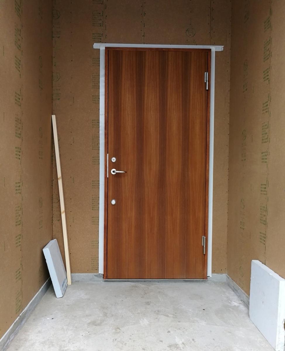 養生し忘れた玄関ドア