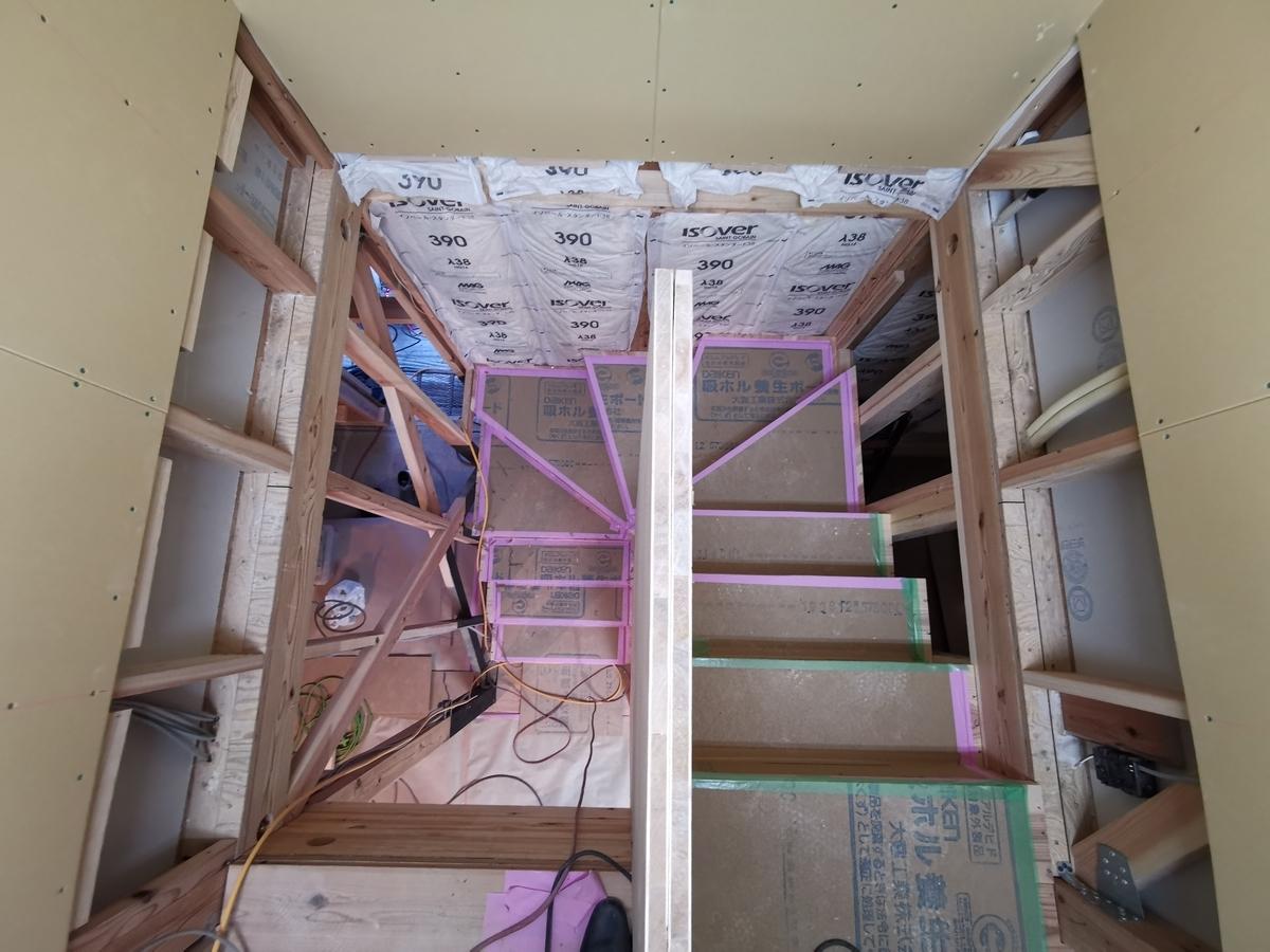 施工途中の階段