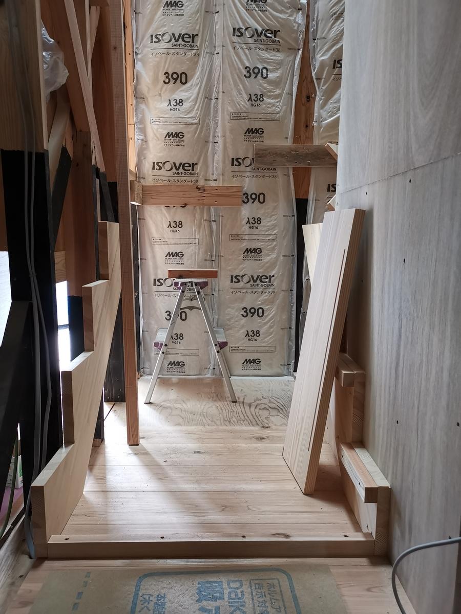 階段の下地