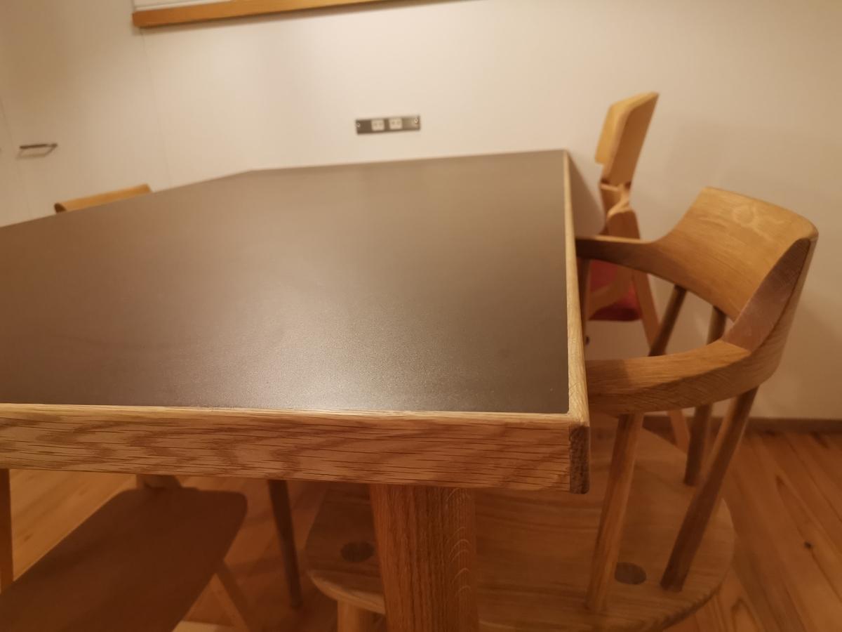 チョコレートテーブル(ダイニングテーブル)