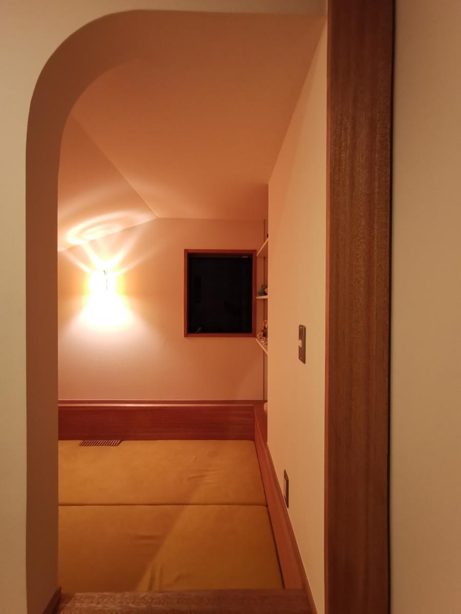 アナグラ(夜)・アーチ入口