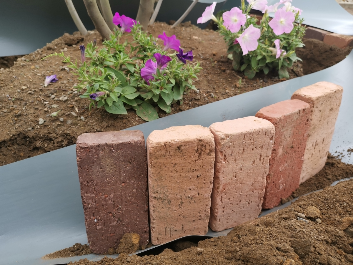 レンガを埋める深さ 花壇