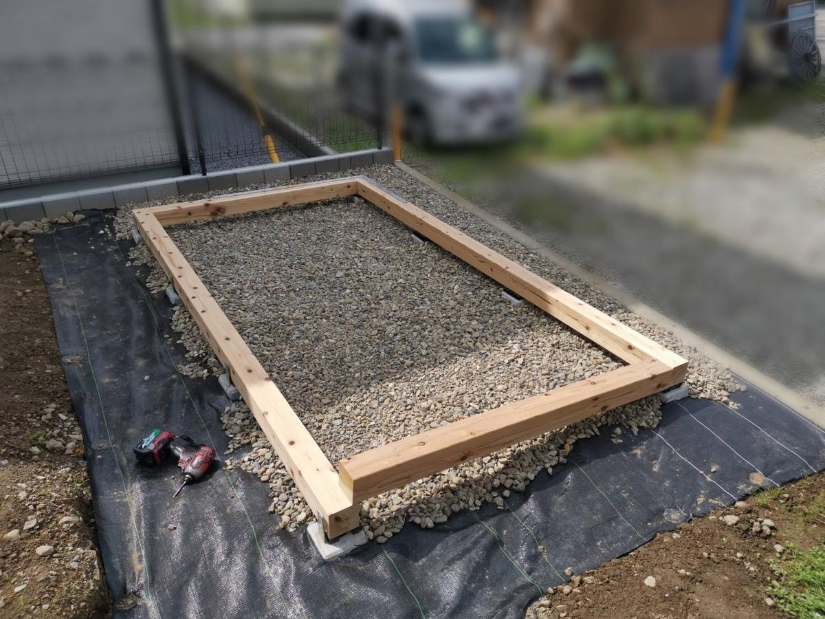 防草シート+採石+束石