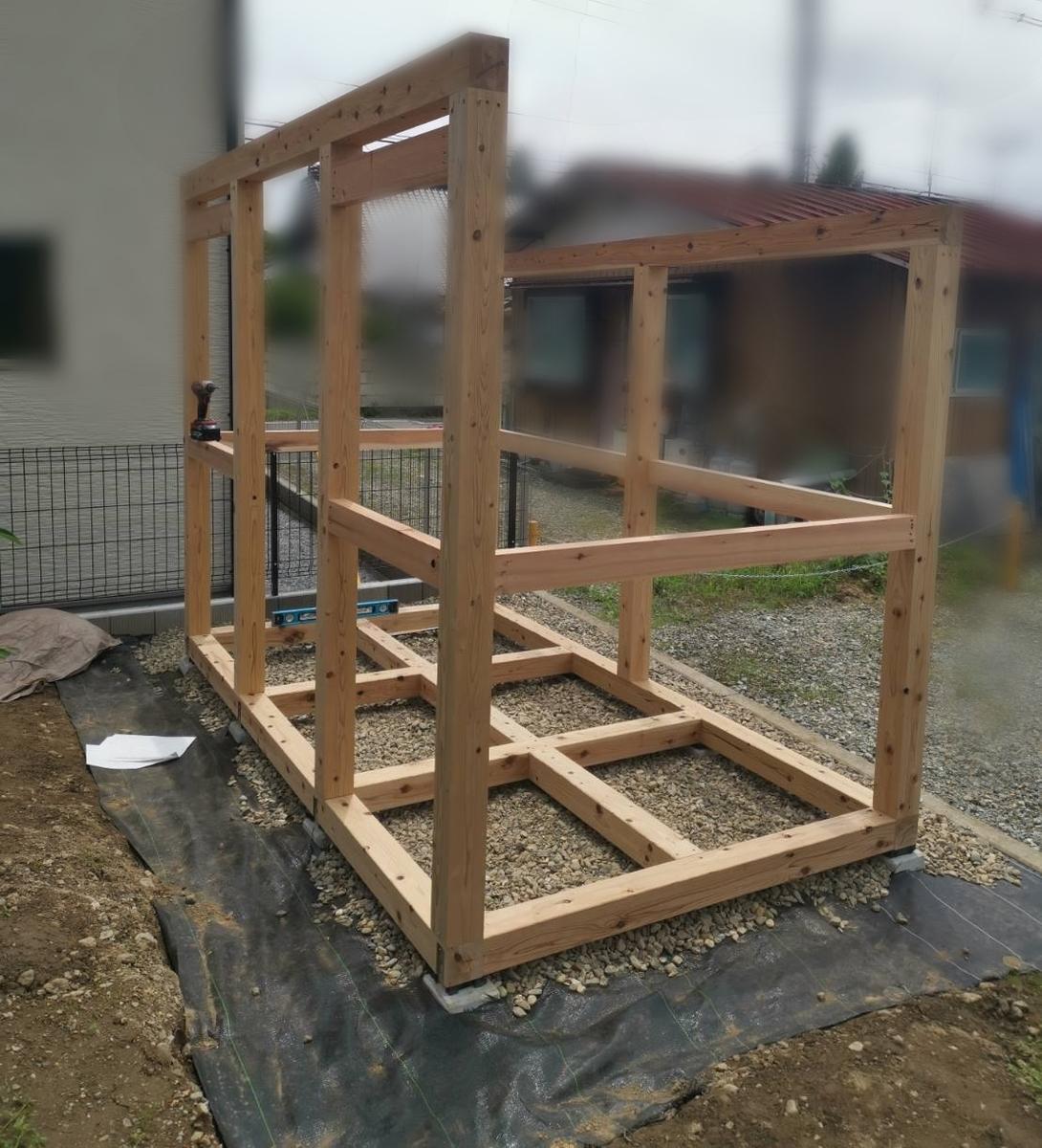 物置小屋の骨組み