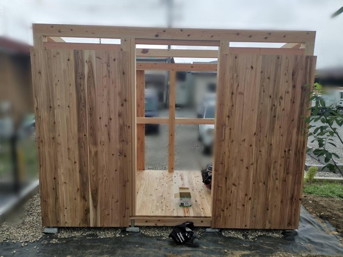 物置小屋の外壁張り