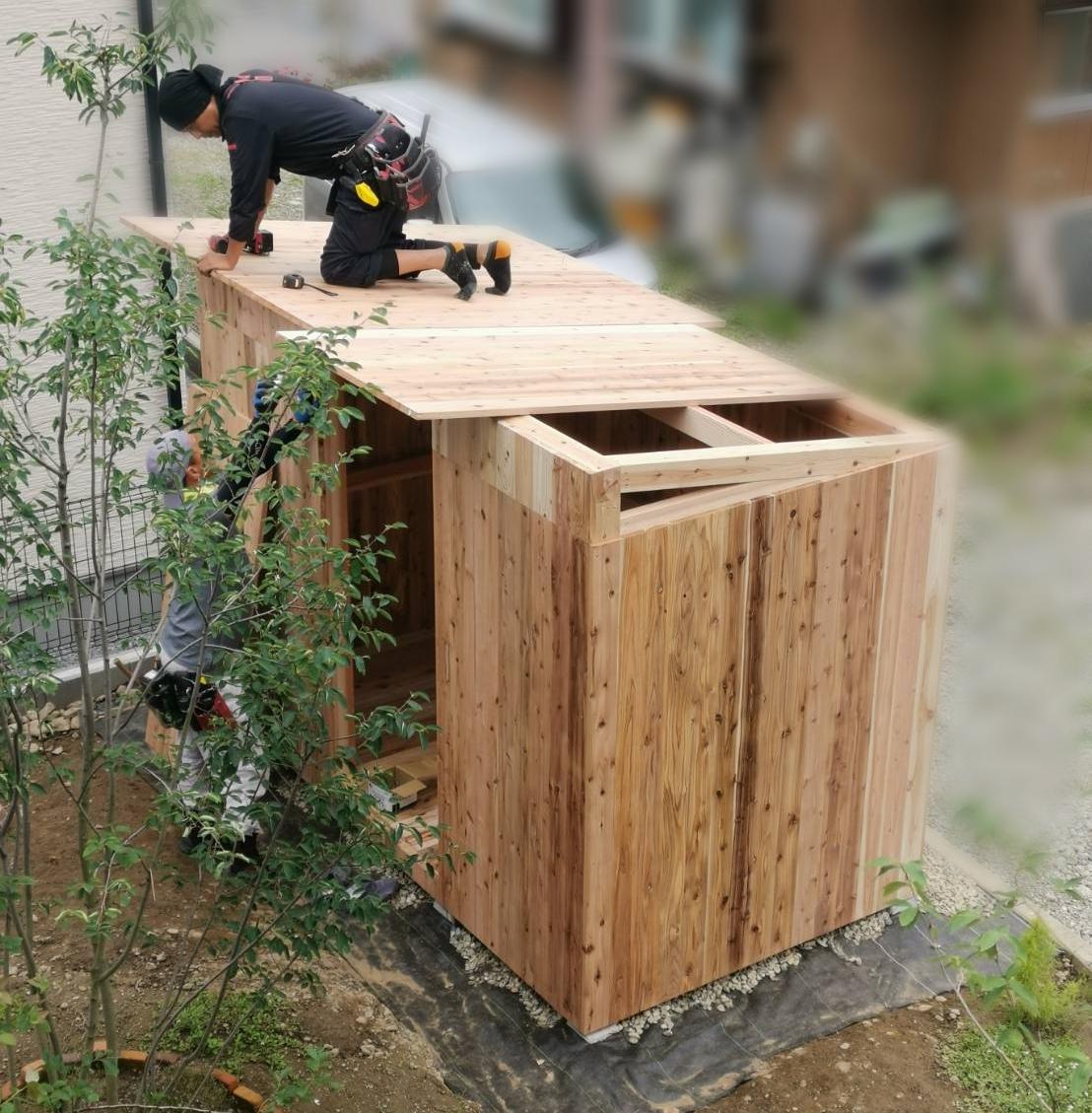 物置小屋の屋根張り