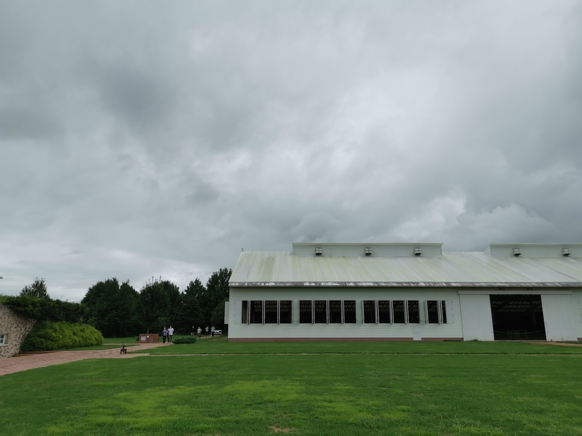 紗栄子の牧場の牛舎