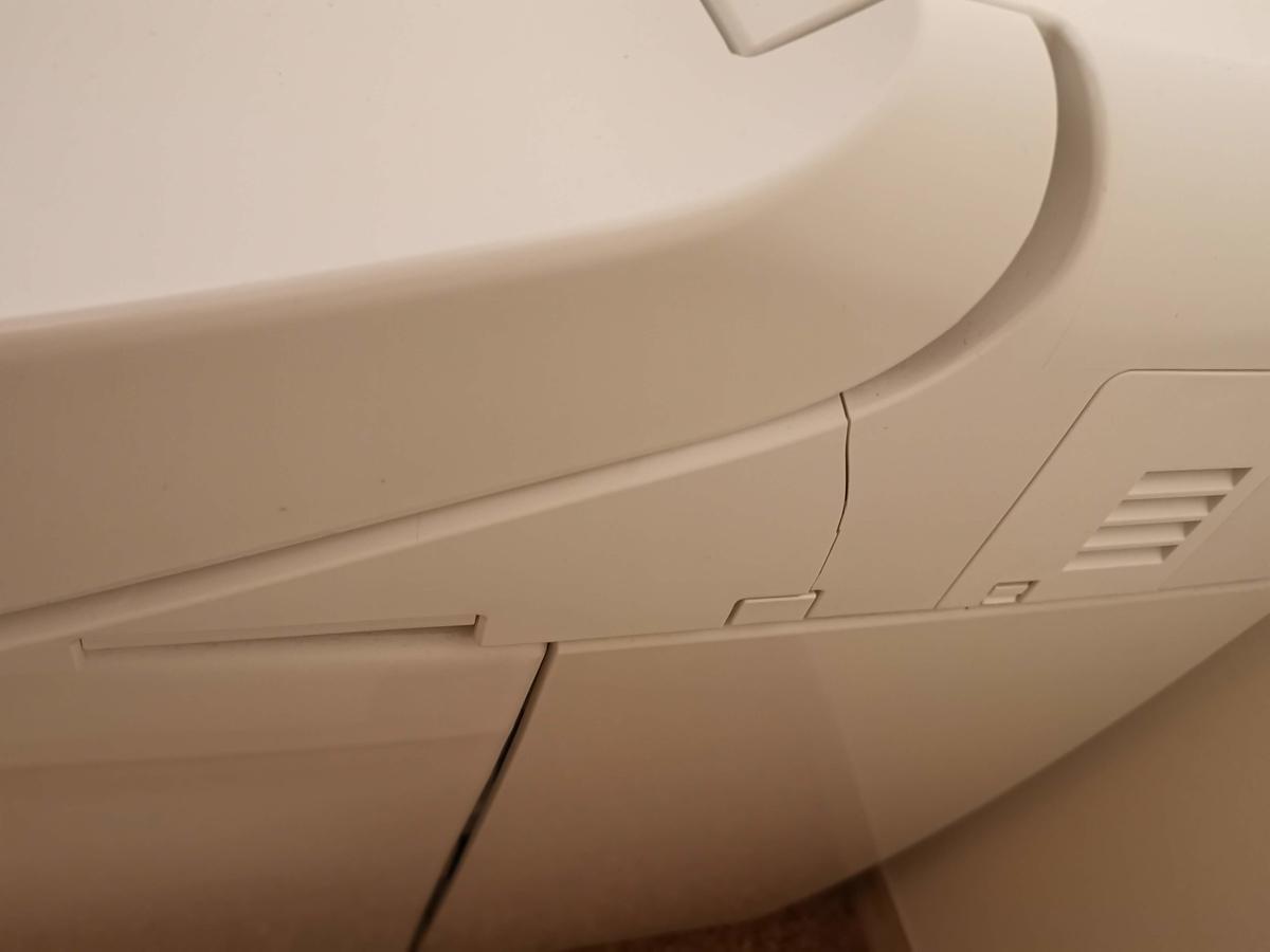 TOTO ネオレスト トイレのひび割れ