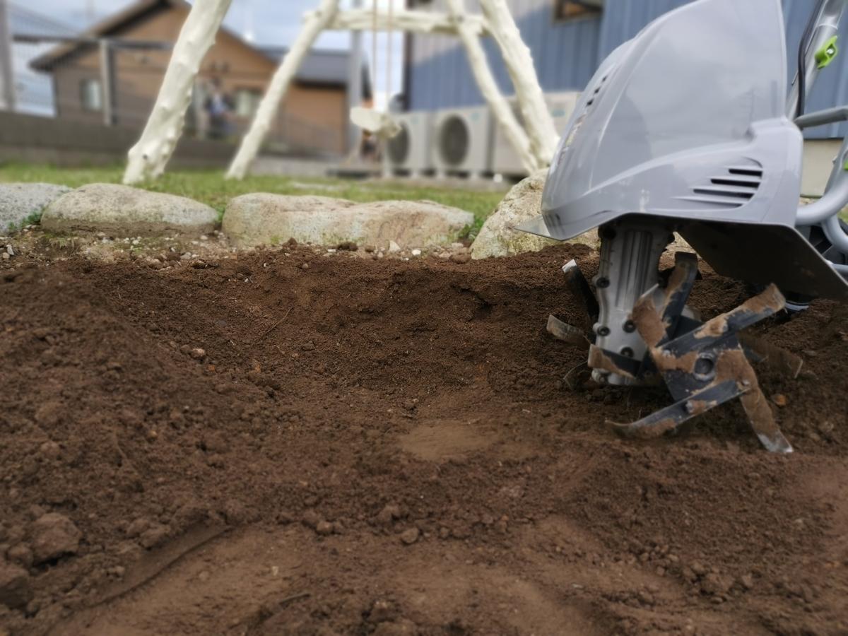 ミニ耕運機で耕せる深さ