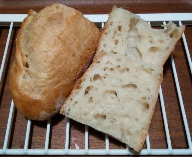 スライスしたフランスパン断面の気泡