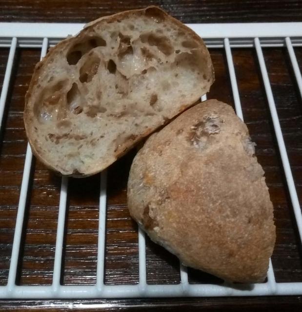 自家製レーズン酵母のプチパン断面