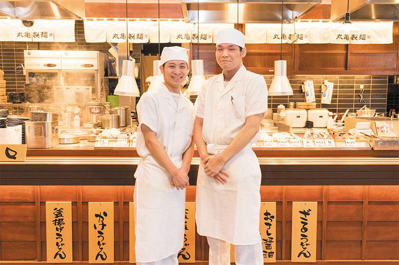 丸亀製麺の店員さんの制服画像