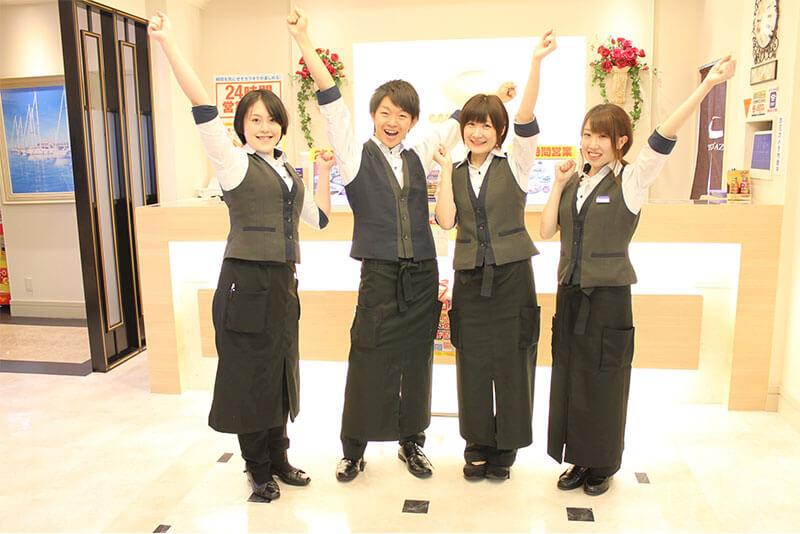 コート・ダジュールアルバイト・パートの全身の制服がわかる画像