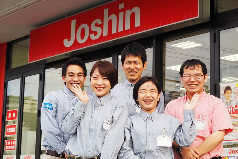 ジョーシンの店舗前に店員さんが集まっている画像