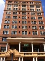 シェンリー・ホテル 10階建ての外観
